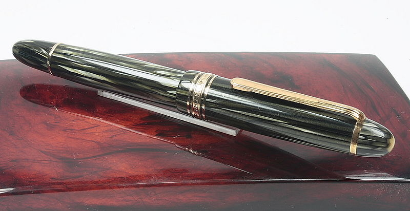 File:Montblanc-146-Closed-Box.jpg